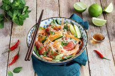 Recipe - Thai salad with rice vermicelli, shrimps and grapefruit . Regional, Thai Salads, Rice Vermicelli, Japchae, Thai Red Curry, Entrees, Food And Drink, Nutrition, Vegan