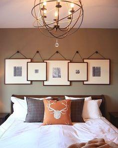 Quadros e almofadas são itens que valorizam o quarto. E você gosta dessa combinação clássica com toques modernos?  #instahome #casa #home #interiordesign #homedesign #homedecor #homesweethome #inspiration #inspiração #inspiring #decorating #decorar #decoracaodeinteriores #Mobly #MoblyBr #luminária #quarto #bedroom #laranja  #homedecor