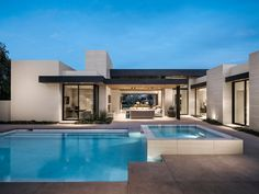 Located at the breathtaking 'Vintage Club' set in beautiful Indian Wells, CA. Modern Villa Design, Modern Bungalow House Design, Mansion Plans, Small Villa, African House, Model House Plan, Village House Design, Small Modern Home, Modern Ranch