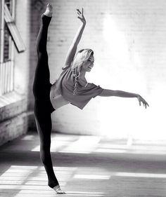 é muito clara a felicidade e a simplicidade que a dança traz... olhe o sorriso no rosto de todos que dançam por paixão