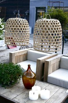 Outdoor lounge and hanging baskets Outdoor Lounge, Outdoor Rooms, Outdoor Gardens, Outdoor Decor, Indoor Gardening, Ideas Terraza, Outside Living, Outdoor Entertaining, Dream Garden
