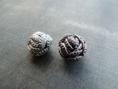 zsazsazsu: tutorial  crochet rose bead