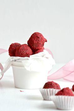 Rezept: Pinke Himbeer-Trüffel für den Valentinstag  als perfektes Geschenk#valentinstag #rezept #himbeertrüffel #trüffel #pralinen