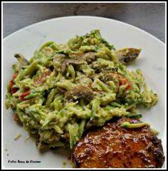 Courgettepasta met kastanjechampignons en avocadosaus - Slank4U2