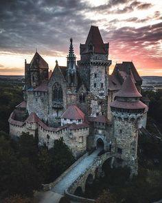 Beautiful Castles, Beautiful Buildings, Villa, Château Fort, Wonderful Picture, Beautiful Places To Travel, Romantic Travel, Medieval Castle, Fantasy Landscape