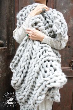 I want to learn to make this!! 1st step learn to knit...  Chunky knit blanket WANT:)