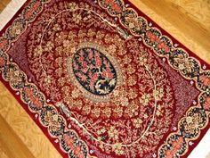 赤い玄関マットシルクのクム産ペルシャ絨毯50062、花柄じゅうたん赤い色