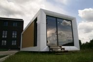 Bild in Kürze Earthship, Mobile Home, Sustainability, Container, Mansions, Mirror, Architecture, House Styles, Loft