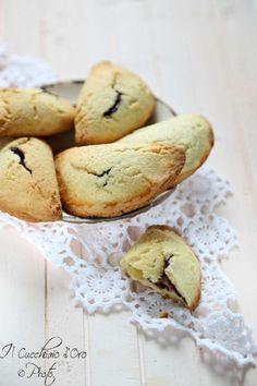 Ravioli dolci con crema e marmellata, il cucchiaio d'oro.