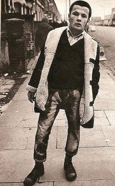 skinhead with bleached jeans to look faded; Via Mod Generation… Skinhead Boots, Skinhead Fashion, Boy Fashion, Skinhead Clothing, Skinhead Style, Skinhead Men, Fashion Ideas, Youth Culture, Pop Culture