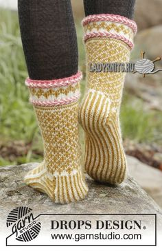 Вязаные спицами красивые жаккардовые носки, описание