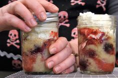 This recipe for cherry and strawberry cakes is baked right in the jar.
