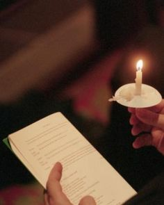 How Do I Plan a Christmas Eve Candlelight Service | LoveToKnow