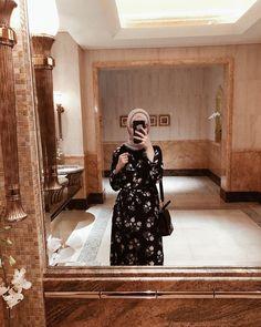808 отметок «Нравится», 12 комментариев — Гузель Г. (@guzel.g) в Instagram: «Тут каждый уголок, каждое зеркало и даже дамская комната - отдельная красивая фотозона📷😍» Modern Hijab Fashion, Muslim Fashion, Diy Fashion, Spring Fashion, Winter Fashion, Fashion Tips, Hijabi Girl, Girl Hijab, Muslim Girls