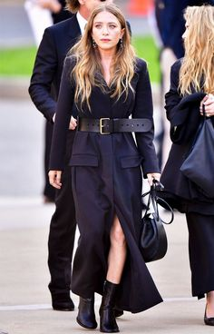 Short Celebrities Fashion: Mary-Kate Olsen defines her silhouette with a waist belt.