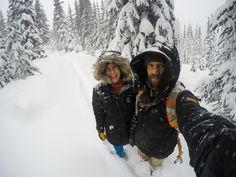 O frio e neve não nos fizeram ficar dentro do carro. Caminhamos até o mirante do Lago Peyto por uma trilha com muita neve. Apesar de nãotermos visto nada (visibilidade zero) deste lago considerado…