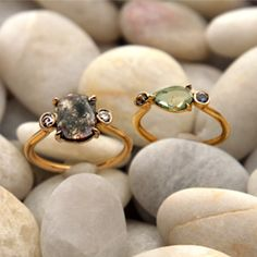 We are swooning over these rings with unaltered, raw stones mixed with fine gemstones. From Aroc Urtu Jewelry http://stores.arocurtu.com/