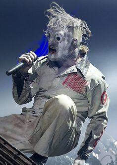 Slipknot-Corey Taylor- best front man EVER!!!