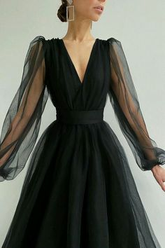 I loved the black color Grad Dresses, Ball Dresses, Evening Dresses, Dress Queen, Dress Up, Elegant Dresses, Pretty Dresses, Beautiful Dresses, Outfit Stile