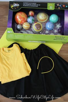 Why not combine fun & learning with this fun tutorial for how to make a Solar System Costume. If you can sew a button you can be the solar system. Kids Space Costume, Space Theme Costume, Outer Space Costume, Space Costumes, Science Costumes, Teacher Costumes, Costume Carnaval, Carnival Costumes, Halloween Kids