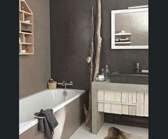 Dans cette salle de bain les murs et le plan toilette ont - Salle de bain beige et blanc ...