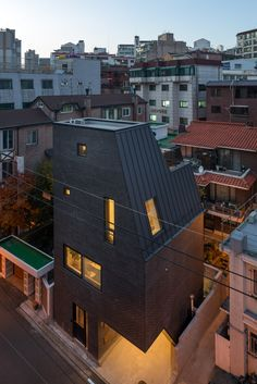 Gallery of The First House in Hyochangdong / B.U.S Architecture - 5