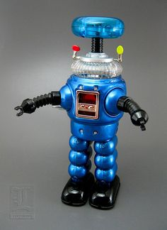 Lost in Space Robot - Blue Version tin wind-up by Robot island Vintage Robots, Retro Robot, I Robot, Retro Toys, Vintage Toys, Cool Robots, Cool Toys, Space Toys, Japanese Toys