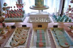 La mejor mesa de dulces en tonos pastel. Candy bar in soft pink and blue and Little birds. Mesa de dulces en azul y rosa pastel con motivos de pajaritos.