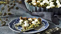 Lehtikaali-vuohenjuustopiirakka sopii illanistujaisten tarjottavaksi tai viikonlopun lounaaksi. Pohjan voit korvata valmiilla taikinalla.