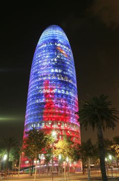 La Torre Agbar de #Barcelona domina la ciudad con sus 145 metros de altura. Descubre la ciudad condal con Avexperience!