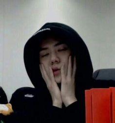 You okay sehun 😯❤️ K Meme, Exo Memes, Meme Faces, Funny Faces, Baekhyun, Sehun Cute, Exo Ot12, Kpop Exo, Bts And Exo