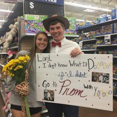15 Clever Promposals That'll Make You Laugh and Also Feel Warm and Fuzzy - CollegeHumor Post Cute Prom Proposals, Homecoming Proposal, Wedding Proposals, Prom Pictures Couples, Prom Couples, Funny Couples, Invitation Au Bal, Funny Promposals, Dance Proposal