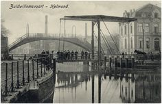 Veestraatbrug en Voetbrug, gezien vanaf de Havenweg in zuidelijke richting Auteur: Hegeman, J.H.C. - 1915 - 1925 Old Photographs, Eindhoven, Brooklyn Bridge, Black And White, Travel, Historia, Viajes, Black N White, Black White