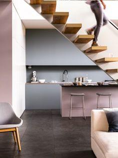 Schluss mit Langeweile – mit frischen Farben wird die Küche zum Lebensraum, in dem Familie und Freunde gerne gemeinsam kochen und zusammensitzen.