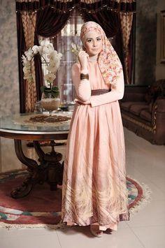 Risty Tagor --- Buy the magazine at https://www.facebook.com/notes/moshaict-moslem-fashion-district/daftar-nasional-reseller-buku-hijab-moshaict/280384698688485 --- www.moshaict.com  #hijab #fashion #fashionhijab #islamicfashion