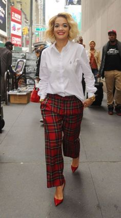Venha conferir tudo sobre o estilo da cantora e atriz Rita Ora!