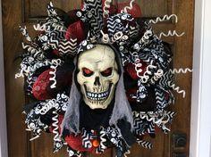 Halloween Scary Deco Mesh Wreath! http://www.etsy.com/shop/deanasdecodesigns. Facebook.com/deanasdecodesigns