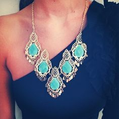 Love this turquoise statement necklace! // It's a fun contrast with the one shoulder dress Fashion Necklace, Fashion Jewelry, Women's Fashion, Fasion, Jewelry Accessories, Fashion Accessories, Azul Tiffany, Tiffany Blue, Kendra Scott Necklace