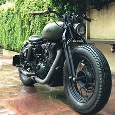Bullet Bike Royal Enfield Pictures Ideas For 2019 Enfield Bike, Enfield Motorcycle, Scrambler Motorcycle, Scrambler Custom, Honda Motorcycles, Vintage Motorcycles, Motorcycle Helmets, Custom Motorcycles, Green Motorcycle