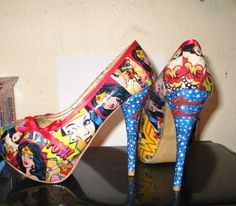 Wonder woman High Heels via Etsy Funky Shoes, Cute Shoes, Me Too Shoes, Marvel Dc, Comic Book Shoes, Graduation Shoes, Geek Baby, Business Outfits, Business Clothes