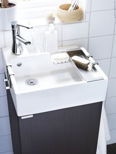 LILLÅNGEN badrumsserie passar perfekt i små badrum.