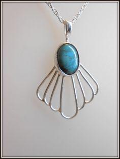 Fait main: Pendentif en Argent et cabochon de Turquoise. Handmade Pendant in Fine Silver with Turquoise cabochon. de la boutique AmourdePierres sur Etsy