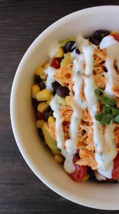 These healthy buffalo chicken bowls look to die for good! #recipe #dinner