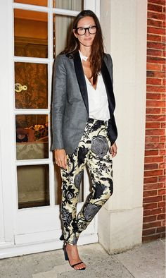 Jenna Lyons steps out in a tuxedo-style grey blazer & printed pants #style #fashion #jcrew