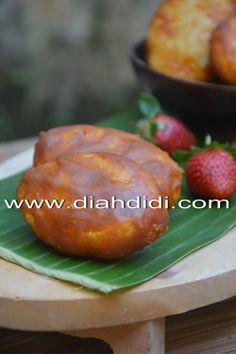 Diah Didi's Kitchen: Gemblong Indonesian Desserts, Indonesian Cuisine, Asian Desserts, Sweet Desserts, Sweet Recipes, Cake Recipes, Snack Recipes, Cooking Recipes, Indonesian Recipes