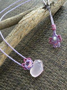 暗潮老师的粉晶锁㈠ 第2步 Macrame Necklace, Macrame Jewelry, Macrame Bracelets, Macrame Knots, Crochet Necklace, Macrame Patterns, Macrame Tutorial, Bracelet Knots, Photo Tutorial