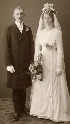 Wedding Attire, Wedding Bride, Wedding Gowns, Wedding Tips, 1920s Wedding, Lesbian Wedding, Wedding Menu, Wedding Outfits, Farm Wedding