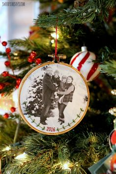 Download the free embroidery pattern to make an embroidered family photo ornament this Christmas! Simple stitches personalize this ornament.