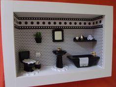 Quadro de banheiro,tipo cenário,que serve para lavabo,feito e madeira MDF,pintado com Tinta PVA,miniaturas de gesso laqueada.Quadro encerado e com vidros de proteção. R$ 169,00