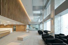 あいち中央農業協同組合本店ビル Office Entrance, Office Lobby, Entrance Hall, Exterior Design, Interior And Exterior, Restaurant Hotel, Lobby Interior, Clinic Design, Interior Design Inspiration